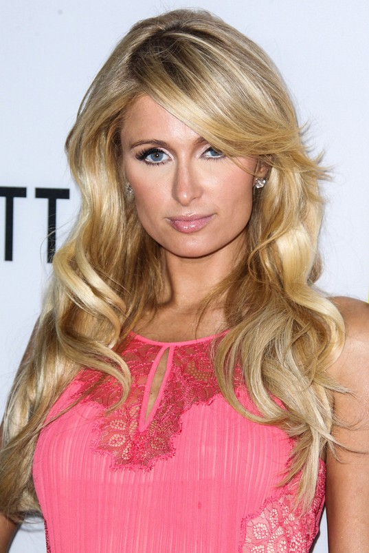 paris hilton long blonde wavy hairstyle with long side