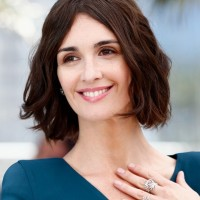 Paz Vega Short Brunette Hairstyle with Beachy Waves
