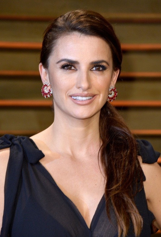 Penelope Cruz Latest Casual Side Ponytail Styles Weekly