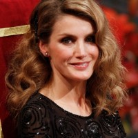 Princess Letizia Shoulder Length Curly Hairstyle for Women