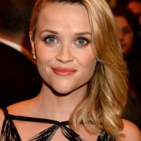 Reese Witherspoon Deep Side Parted Blonde Wavy Hairstyle