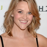 Reese Witherspoon Latest Medium Wavy Hairstyle for Thin Hair
