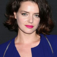 Roxane Mesquida Short Brunette Wavy Hairstyle for Women