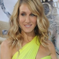Sarah Jessica Parker Medium Wavy Haircut for Women Over 50