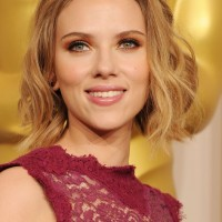 Scarlett Johansson Short Blonde Wavy Hairstyle for Wedding