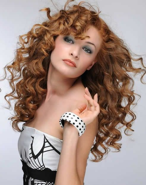 Sexy Brunette Curly Hairstyle for Long Hair