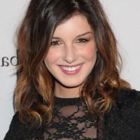 Shenae Grimes Dark to Brown Ombre Hairstyle for Medium Hair