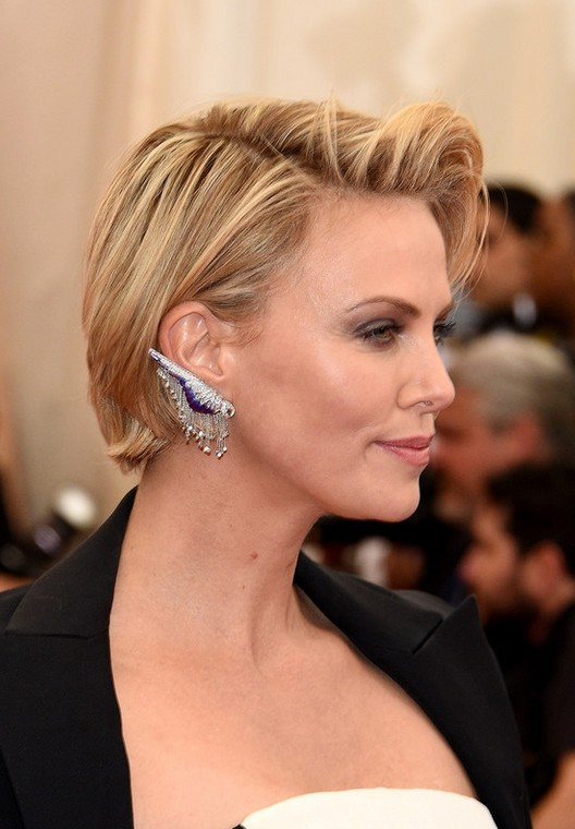 Cool Side View Of Charlize Theron Side Parted Short Haircut Styles Weekly Short Hairstyles For Black Women Fulllsitofus