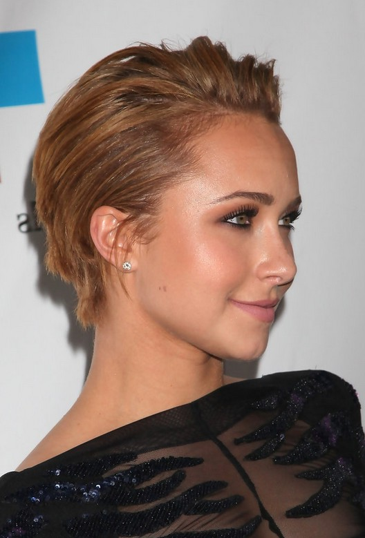 Side View of Hayden Panettiere Cute Short Straight Haircut