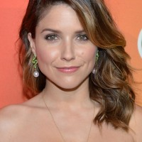 Sophia Bush Latest Medium Wavy Hairstyle with Bangs for Thick Hair