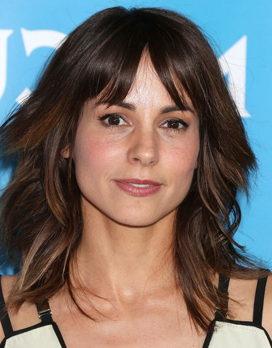 Stephanie Szostak Haircut: Latest Medium Layered Hairstyle with Wispy ...