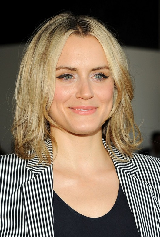 Taylor Schilling Layered Shoulder Length Hairstyle for Round Faces ...