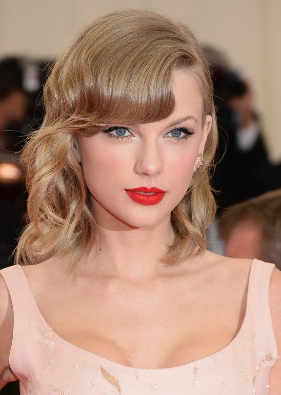 Stupendous Taylor Swift Elegant Medium Wavy Hairstyle With Bangs For Prom Short Hairstyles Gunalazisus