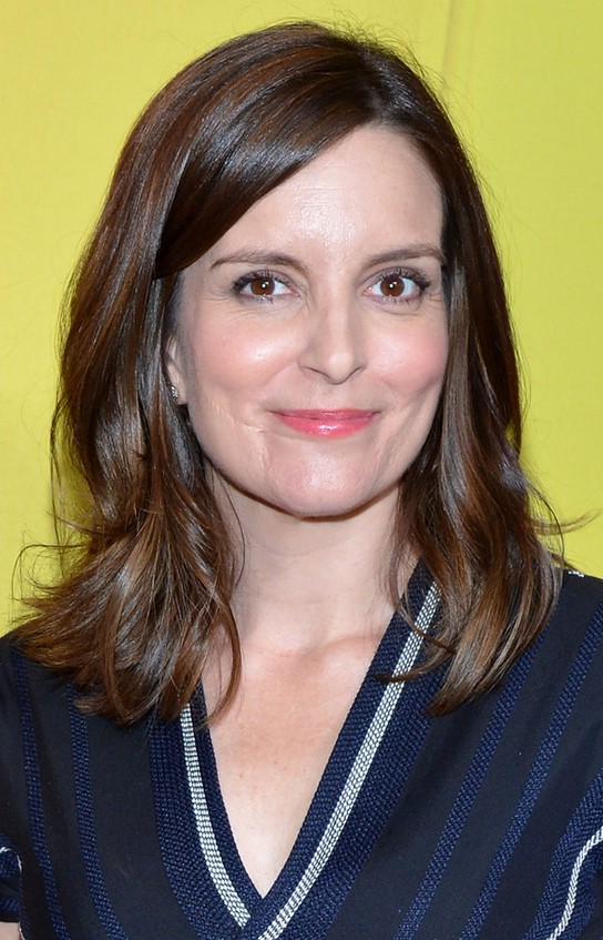 Tina Fey Latest Medium Brown Wavy Hairstyle For Oval Faces Styles