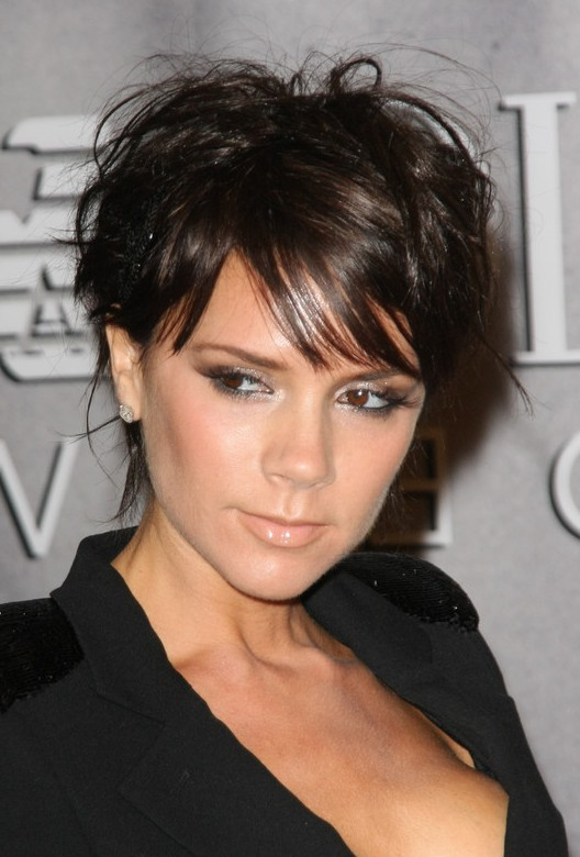 Victoria Beckham Short Wavy Hairstyle With Bangs For Fall Styles