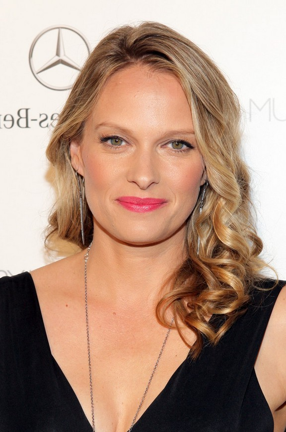 Vinessa Shaw Feminine Shoulder Length Hairstyle for Oval Faces ...
