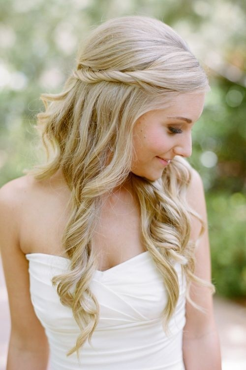 Wedding Day Hairstyles: Half-Up Half-Down Hair Style for Curly Hair