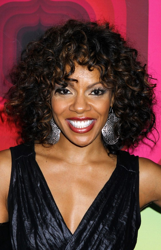 Wendy Raquel Robinson Shoulder Length Curly Hairstyle For