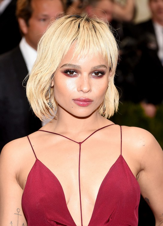 Zoe Kravitz Short Blonde Bob Cut With Wispy Bangs Styles Weekly