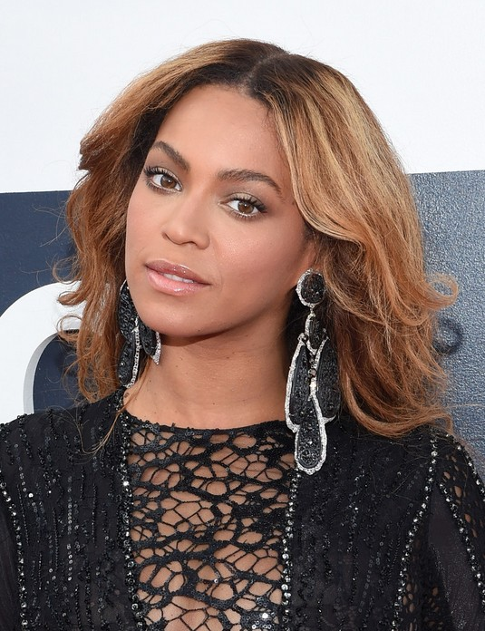 Beyonce Knowles Latest Long Wavy Hairstyle for Black Women