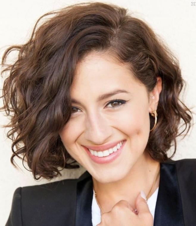 Surprising 12 Feminine Short Hairstyles For Wavy Hair Easy Everyday Hair Hairstyles For Women Draintrainus