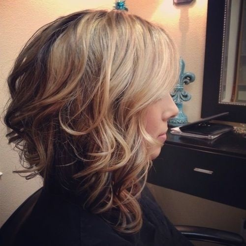 Everyday Medium Hairstyle with Waves