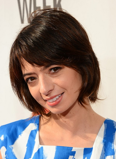 Kate Micucci Short Hairstyles - Chic Short Bob Haircut with Side Bangs