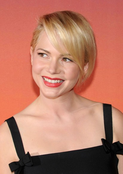 Michelle Williams Short Hairstyle - Side Parted Short Blonde Haircut