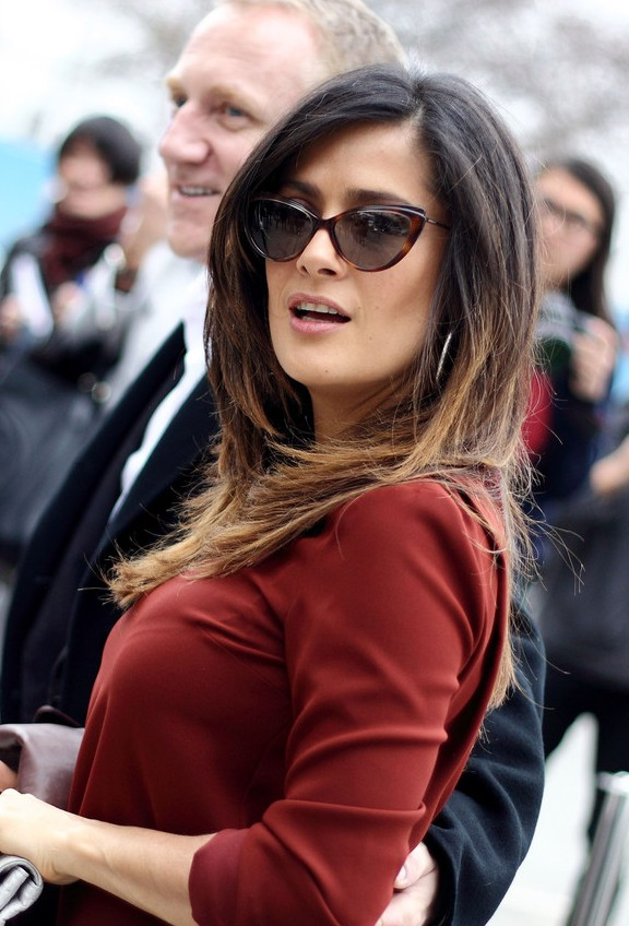 Salma Hayek Fashion Layered Black to Blonde Ombre Hair for Summer