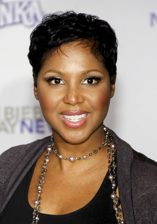Toni Braxton Short Hairstyle for Black Women