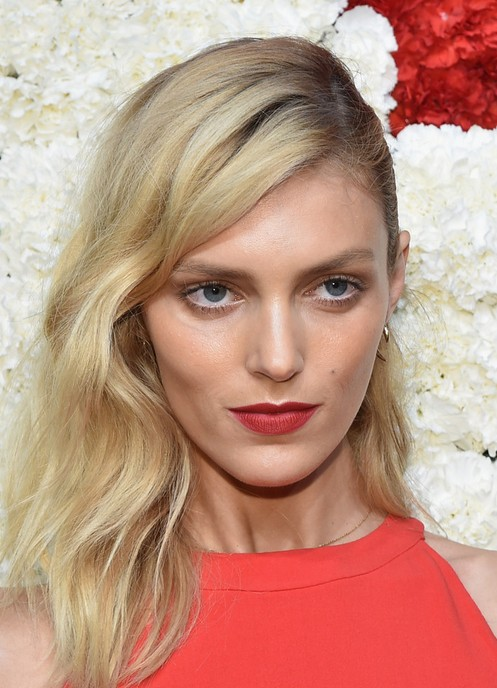 Anja Rubik Mid Length Wavy Hairstyle for Thick Fine Hair