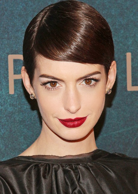 Anne Hathaway Deep Side Parting Short Hairstyles
