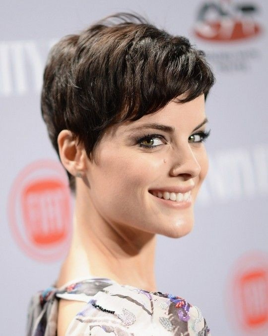 20 stylish very short hairstyles for women styles weekly easy short hairstyle with side swept bangs 2015 very short hairstyles for women winobraniefo Image collections