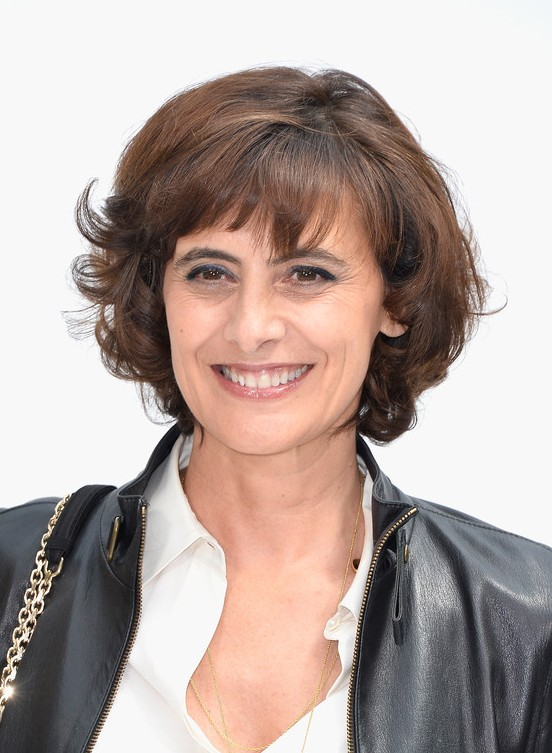 Ines de la Fressange Short Curly Hairstyle with Bangs for Women Over 40