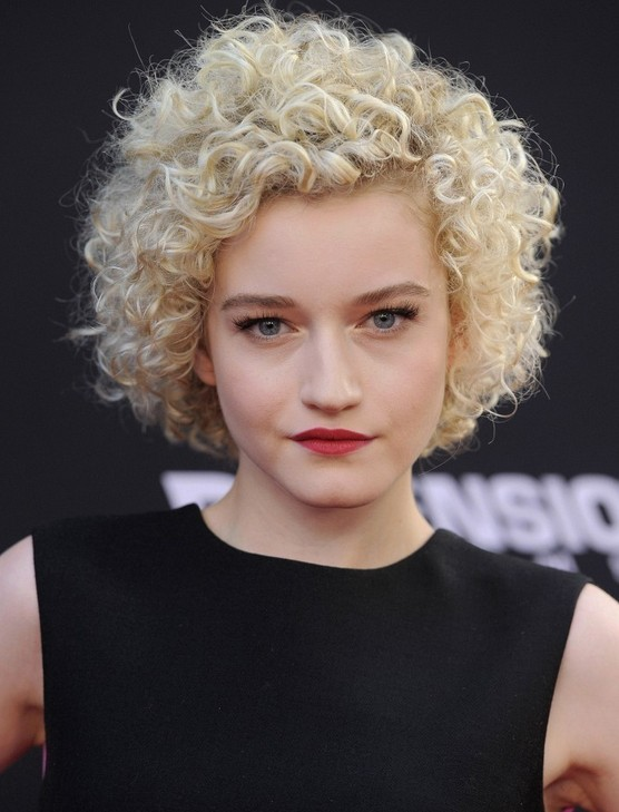 Julia Garner Short Curly Hairstyles for Women