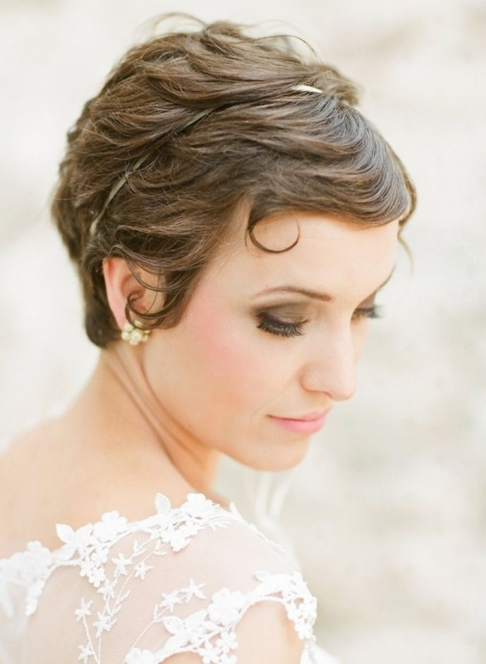 Pretty Short Bridal Hairdo with Bangs