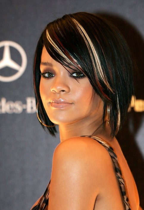 Rihanna Short Hairstyles – Edgy shattered layers short bob