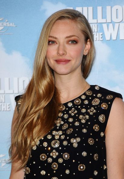 Amanda Seyfried Elegant Side Sweep Hairstyle