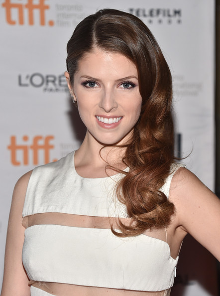 Anna Kendrick Side Sweep Hairstyle