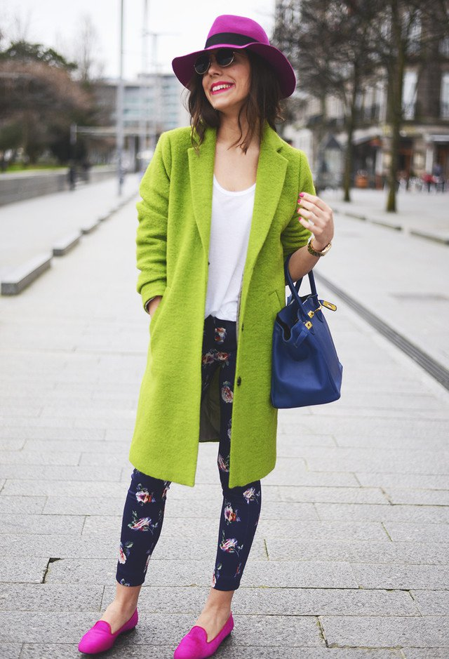 Chic Green Winter Coat Outfit Idea with A Purple Hat