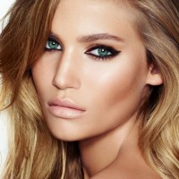 Chic Makeup Idea with Thick Eye Liners and Nude Lips