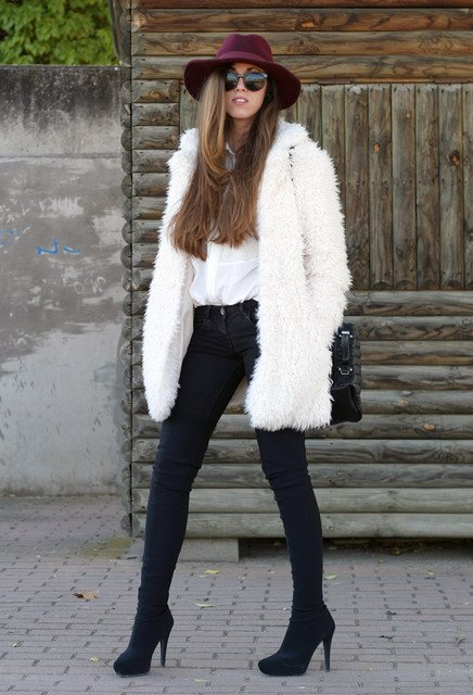 Fashionable Black and White Outfit Idea for 2015