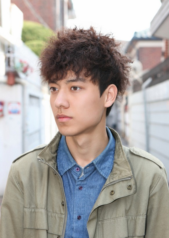 Korean -Curly-Hairstyle-for-Men-2021
