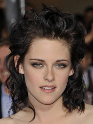 Kristen Stewart Soft Makeup with Brown Eye Shadow