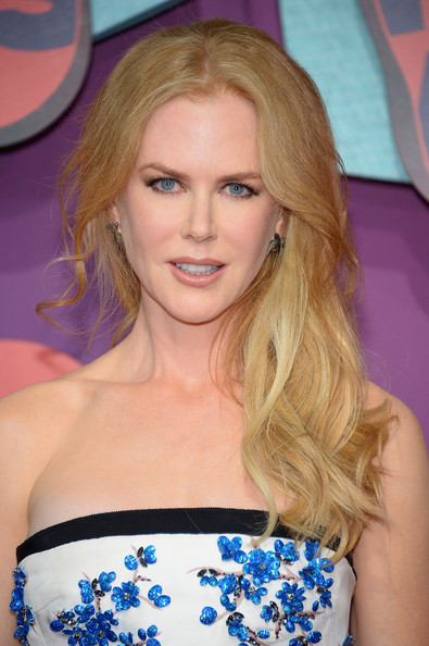Nicole Kidman Romantic Side Sweep Hairstyle