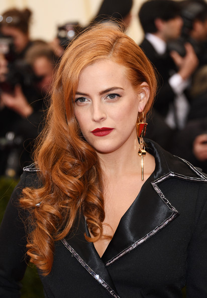 Riley Keough Side Swept Curly Hairstyle