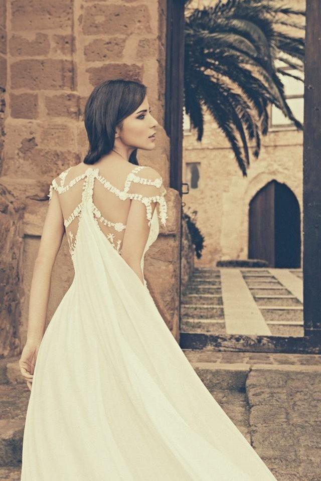 Breath-taking Wedding Dress by Julia Kontogruni