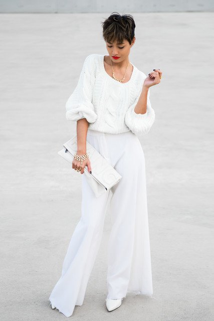 Fashionable White Outfit Idea