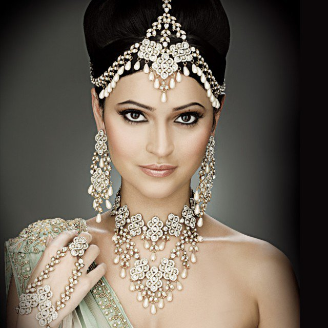 Bronze Eye Makeup Look And Bridal Hairstyle Look Styles Weekly