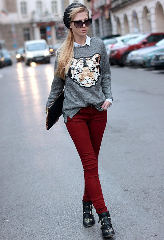 Printed Sweater with Maroon Jeans